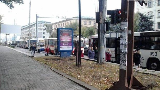 (foto, video) Ambuteiaje în Chișinău. Renato Usatîi a blocat bulevardul Ștefan cel Mare și Sfânt