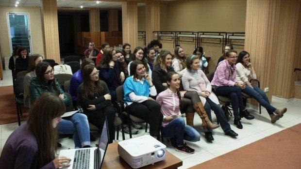 36 de tinere vor deveni Ambasadoare GirlsGoIT și vor crea un club de informatică în localitățile lor