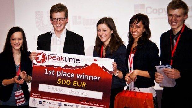 Liceenii interesați de business și economie pot participa la Junior PeakTime și câștiga 500 de euro