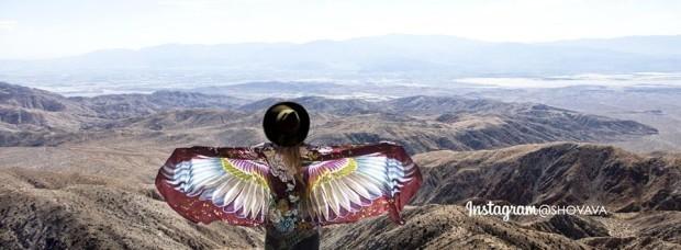 (foto) Eșarfele care îți vor da aripi sau momentul când arta se întâlnește cu moda