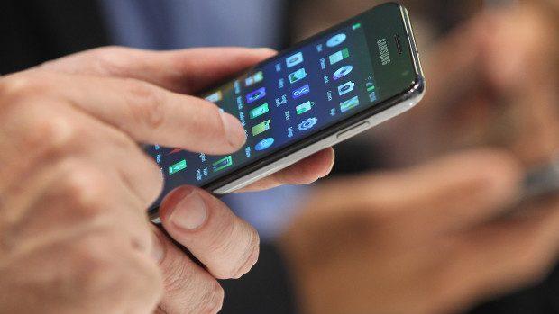 (grafic) Iată clienții cărui operator vorbesc cel mai mult la telefonul mobil