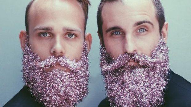(foto, video) Tendința acestei ierni: Bărbații își împodobesc barba de Crăciun