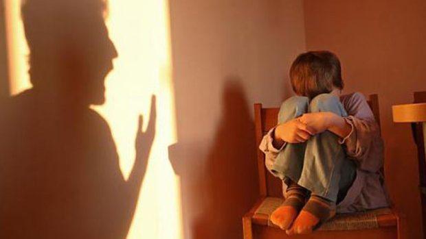 Rîșcani: Un polițist a impus un elev minor să se dezbrace și să meargă în jurul școlii