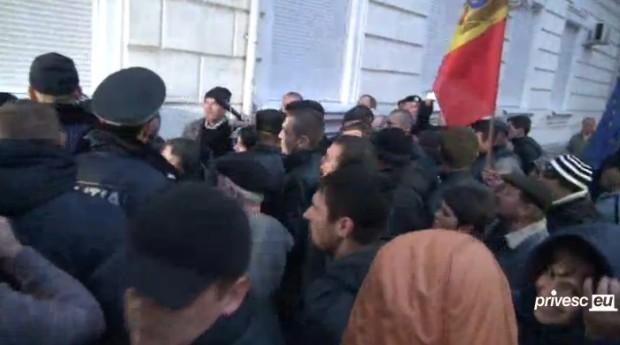(video live) Protest la ANRE: Creșterea prețurilor la energia electrică creează nemulțumiri
