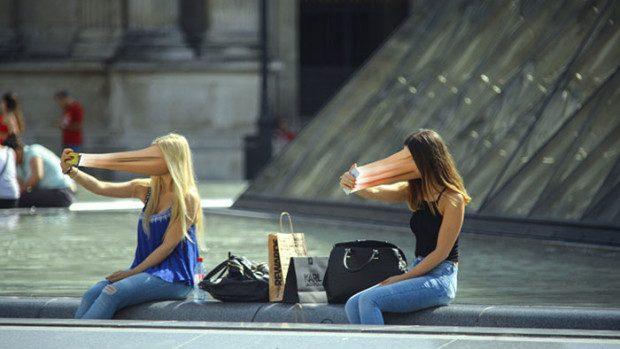 (foto) Un fotograf francez ne arată cum telefoanele ne sorb sufletele și identitatea