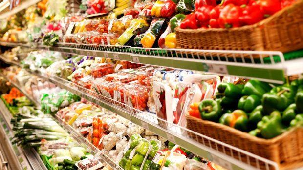 Supermarket-urile din România, obligate să doneze alimentele aflate aproape de data expirării