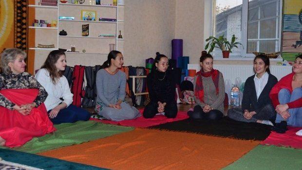 O șezătoare a femeilor este organizată duminică de clubul filosofic vedic Cintamani