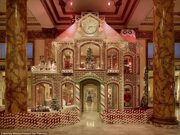 2F6C646A00000578-3359627-While_many_hotels_feature_gingerbread_houses_the_San_Francisco_H-a-38_1450350652332