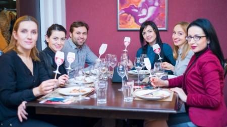 """(foto) Filosofia unei sticle cu vin la degustarea """"Wine Friendly"""" de la restaurantul My Cafe"""