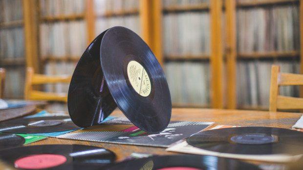 (foto) 55 de ani de muzică înregistrată pe vinil. Biblioteca Naţională depozitează peste 24 000 de discuri de vinil