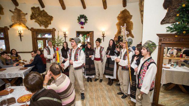 """(foto, video) Programul evenimentelor din """"Satul de Crăciun"""" de la VATRA"""