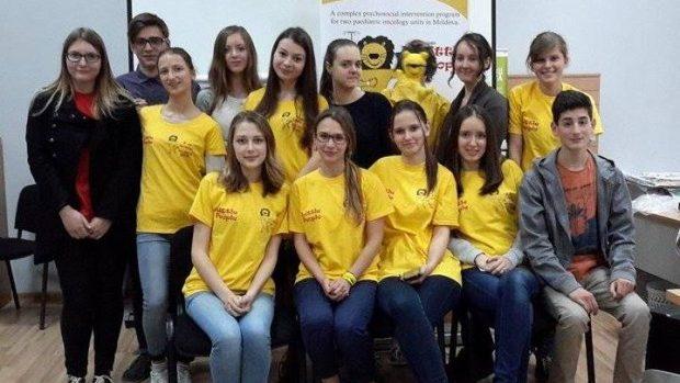 Devino voluntar la Little People și ajută copiii și tinerii bolnavi de cancer