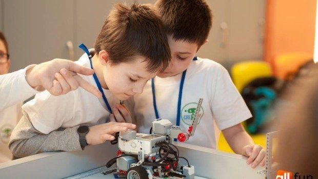 Concurs de selectare a școlilor din țară pentru dotarea cu seturi de robotică