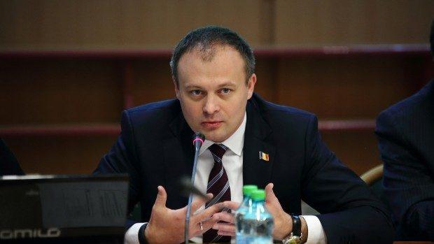"""Andrian Candu: """"Ion Sturza a intrat pe uşa din spate la Preşedinţie"""""""