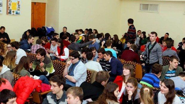 Votați pentru a decide care va fi întrebarea anului din cadrul Clubului Moldovenesc de Jocuri Intelectuale