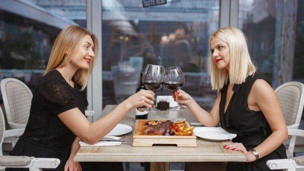 Vinul Illustro de la F'autor și steak-ul Tomahawk de la Buffalo Steak House – profunzimea unei asocieri clasice de vin roșu și carne