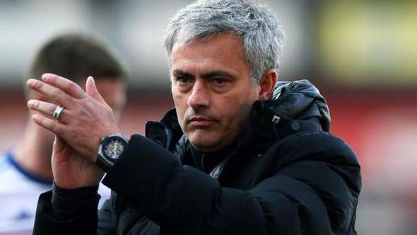 Antrenorul echipei de fotbal Chelsea, Jose Mourinho, a fost dat afară de la club