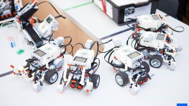57 instituții educaționale și 7 biblioteci din Moldova au fost dotate cu seturi de robotică