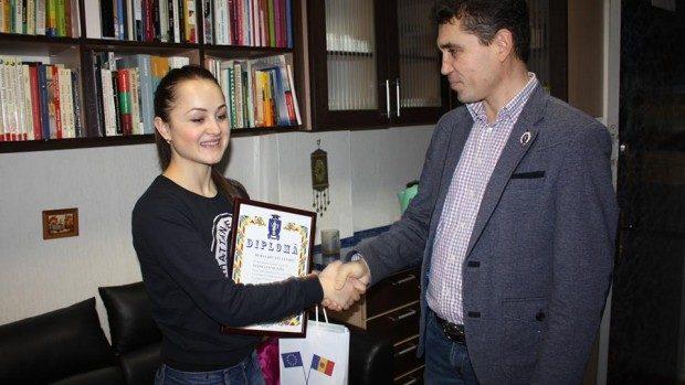 """(foto) Cei mai buni studenți ai anului 2015 de la Facultatea Istorie și Geografie, UPS """"Ion Creangă"""""""