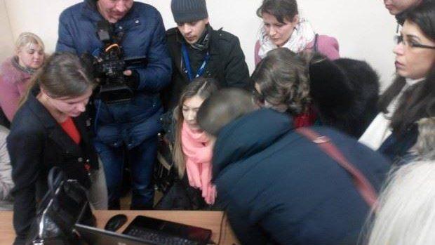 (foto) Mai mulți jurnaliști sunt blocați în clădirea Parlamentului