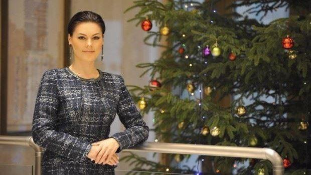 """(foto) O rană la picior a """"împiedicat-o"""" pe Alina Zotea să fie prezentă la ședința specială a Parlamentului"""