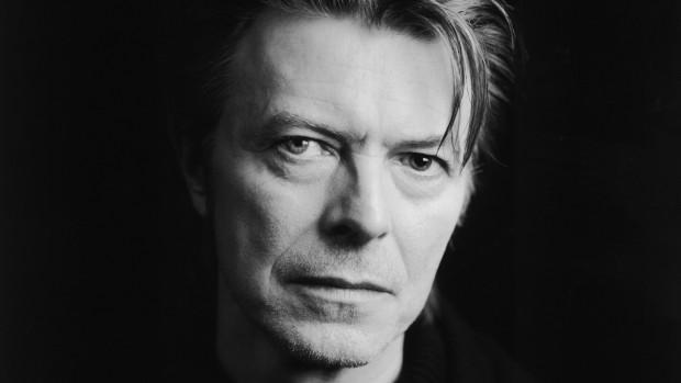 (foto, video) Cântărețul David Bowie a încetat din viață după 18 luni de luptă cu cancerul