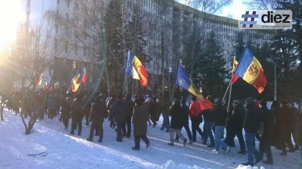 (foto, video) Acțiune de protest la Parlament împotriva învestirii Guvernului Filip