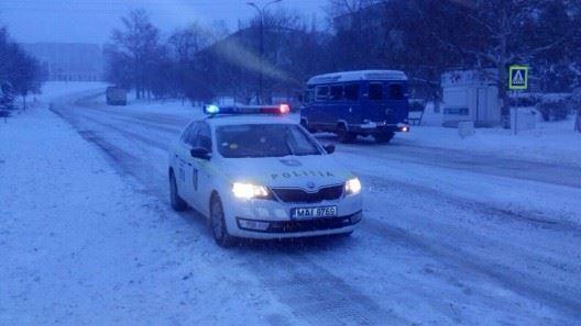Poliția îndeamnă la maximă prudență în trafic din cauza temperaturilor scăzute