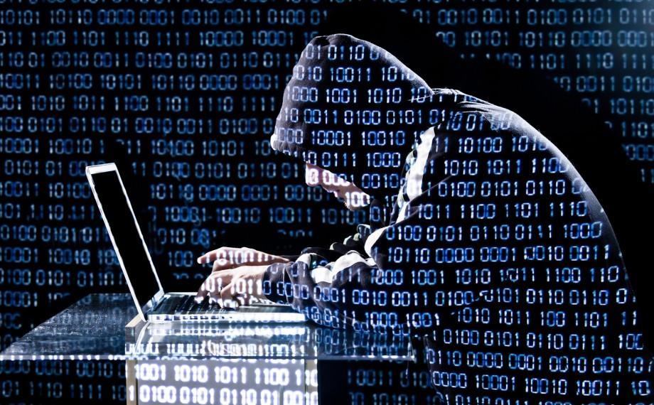 (video) Un tânăr a atacat circa 400 de site-uri ale instituțiilor din Moldova și a plasat informația pe blogul personal