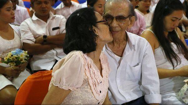 (video) 350 de cupluri din Filipine au organizat o nuntă comună de Ziua Îndrăgostiților