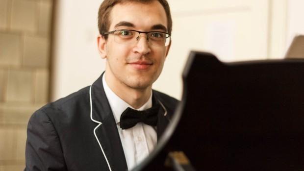 """Tineri care lucrează la stat. Nicolae Leontiev, despre cum e să activezi la Filarmonica """"Serghei Lunchievici"""""""