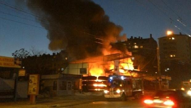 Incendiu puternic în sectorul Botanica. O vulcanizare a fost cuprinsă de flăcări