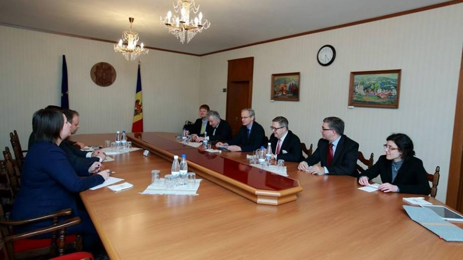 Comisia Europeană îndeamnă Republica Moldova să continue reformele