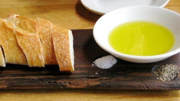 Guvernul caută soluții pentru prețuri mai accesibile la pâine și ulei