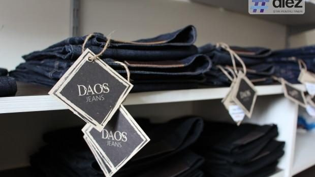 (foto, video) DAOS Jeans – afacerea cu articole din denim a unui cuplu din Criuleni