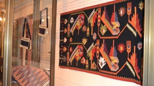 """(foto) """"Poeme țesute cu dor"""" – expoziție de covoare tradiționale inaugurată la Muzeul Național de Etnografie și Istorie Naturală"""