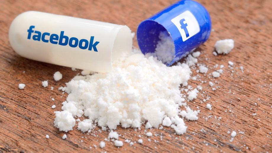 Dependența de Facebook are aceleași efecte ca aceea de substanțe halucinogene