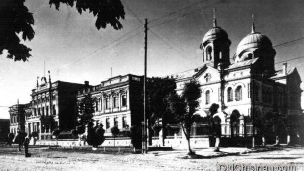 """(foto) Legende urbane ediția I: Secretele de la Circ, din trecerea subterană """"Unic"""" și misterele sectorului Râșcani"""