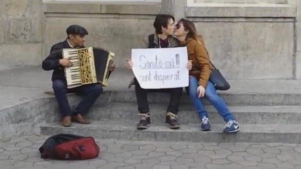 (video) Experiment social la Chișinău: Cum poți obține săruturi atunci când ești disperat