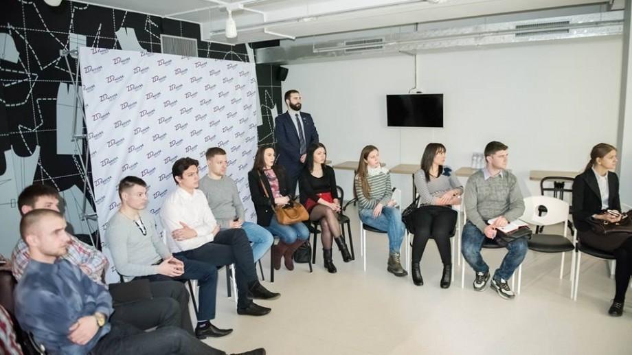 80 de tineri pot face stagii la cele mai mari companii din țară. Participă la lansarea programului