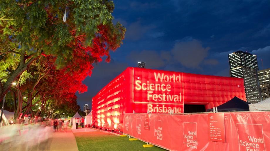 Picturi colorate din bacterii bioluminescente au fost expuse la un festival din Australia