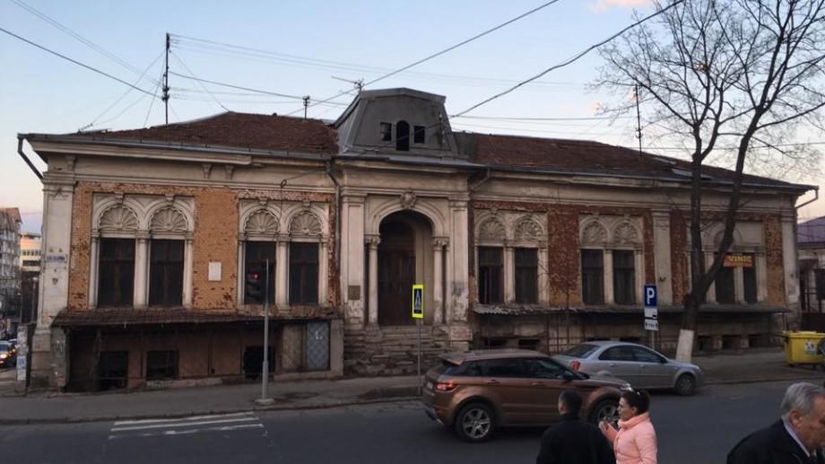 (foto) Cu ce preț fabulos se vinde o vilă urbană situată în centrul Chișinăului