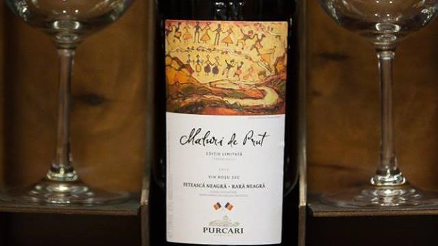 """(foto) Simbolic! Timofti i-a dăruit lui Iohannis o sticlă de vin din colecția """"Maluri de Prut"""""""