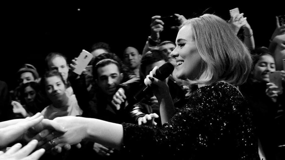 Adele s-ar putea retrage din lumina reflectoarelor pentru încă cinci ani