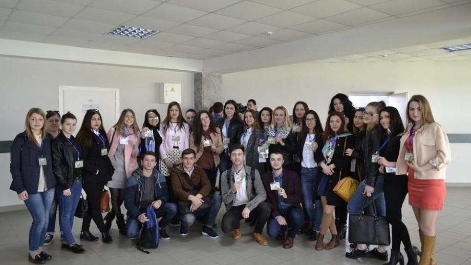 (foto, video) Studenții jurnaliști de la USM au depus jurământul profesiei și au primit primele legitimații