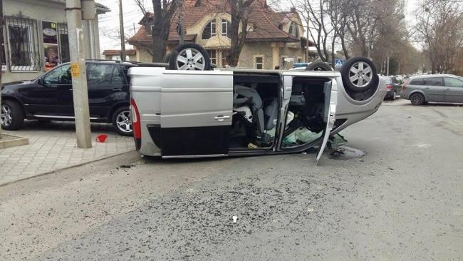 (foto) Accident grav! Două mașini s-au ciocnit violent în centrul Chișinăului