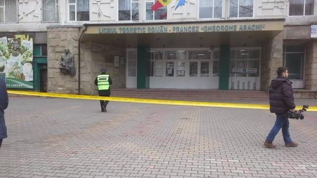 """Autorul alertei cu bombă la liceul """"Gheorghe Asachi"""" a fost identificat şi reţinut"""