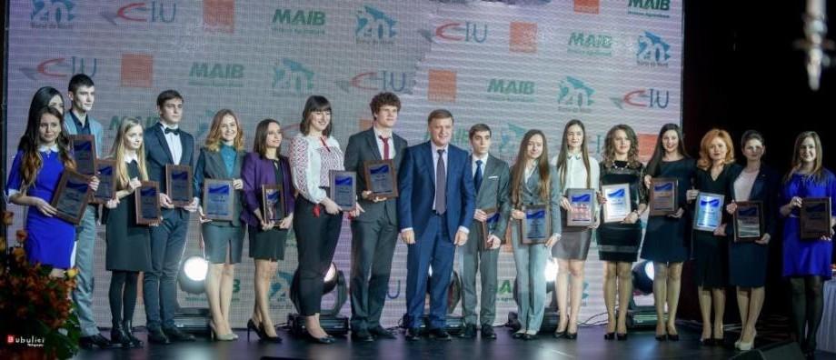 (foto) 50 cei mai buni studenţi moldoveni au fost premiaţi cu Burse de Merit