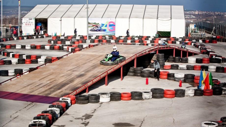 (foto) La Chișinău a fost deschis un nou circuit de karting care oferă condiții înalte de securitate