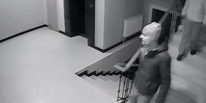(video) Atenţie! Se caută doi hoţi care au furat o bicicletă dintr-un bloc din sectorul Centru